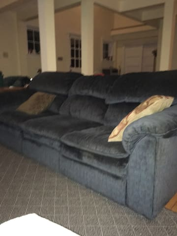 A Couch for One! - Spencer - Casa