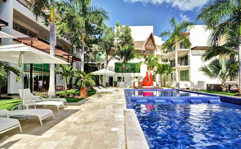 2 BDRM Luxury  condo 2 blocks from the beach