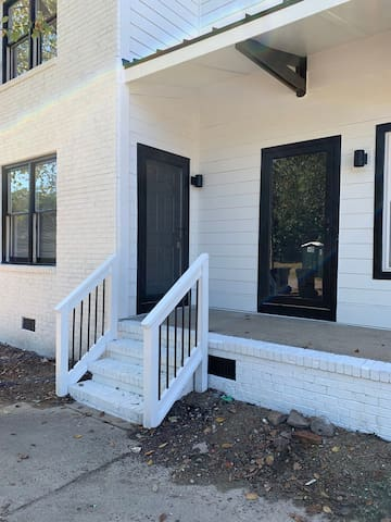 Spacious Downtown 2BR House | LOCATION & Amenities