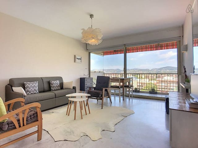 (005) Magnificent 2 bedrooms Sea View Pool Parking