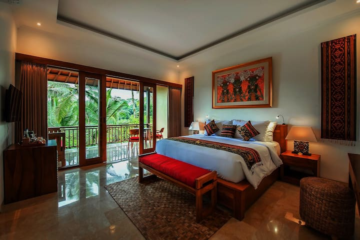 A Luxury Hidden Place in Rice Field Close to Ubud