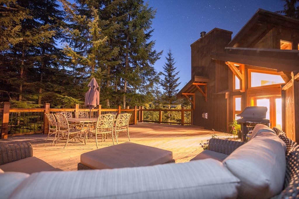 Aurora Lodge - Upper deck at night.