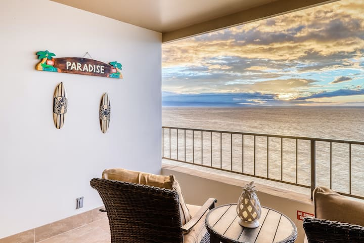 Maui Kai 707 Oceanfront studio w/ a balcony, shared pool, hot tub-walk to beach