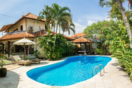 Gorgeous villa w PRIVATE pool in heart of Canggu - North Kuta
