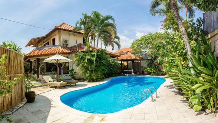 Gorgeous villa heart of Canggu near Old Mans beach