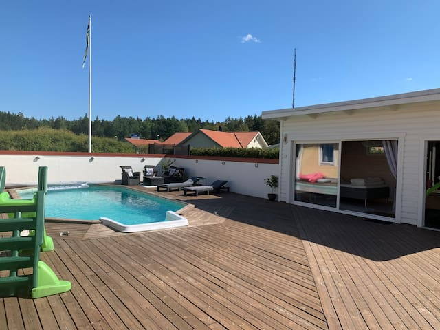 Private pool house + access to pool and hot tub