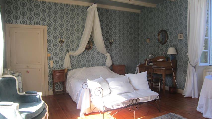 Chambre romantique dans demeure de caractère