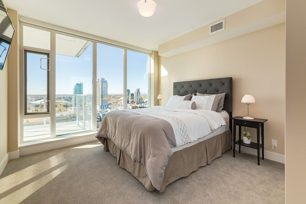 Spacious room with stunning views in bed!