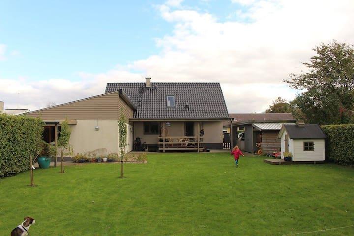 Familievenligt hus i naturskønt område - Vildbjerg - Casa