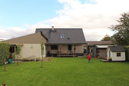 Familievenligt hus i naturskønt område - Vildbjerg - Ház