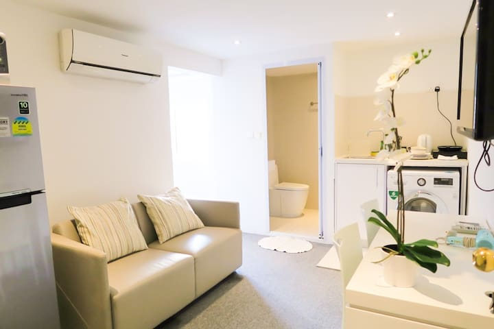 Great Location Cozy Studio Apt /WIFI@ Orchard Area