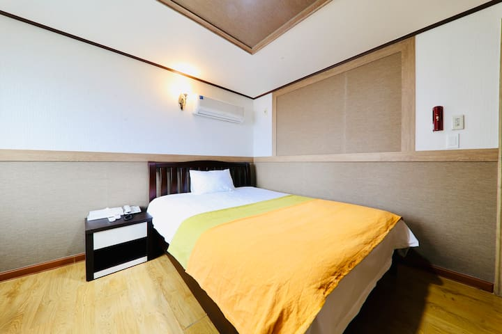 Single Room, Luxury Bedding, 7 min from airport