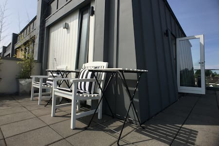 Near town: ensuite & roof terrace. - Cardiff - Haus