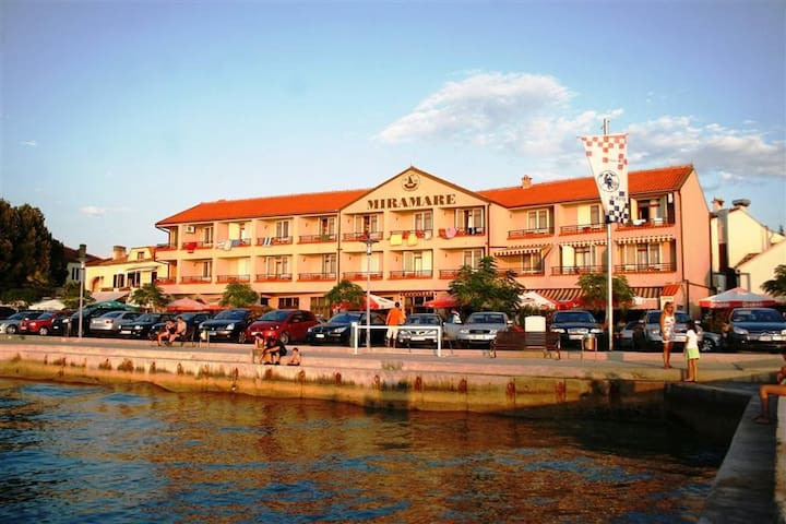 Hotel Miramare - Njivice - Bed & Breakfast