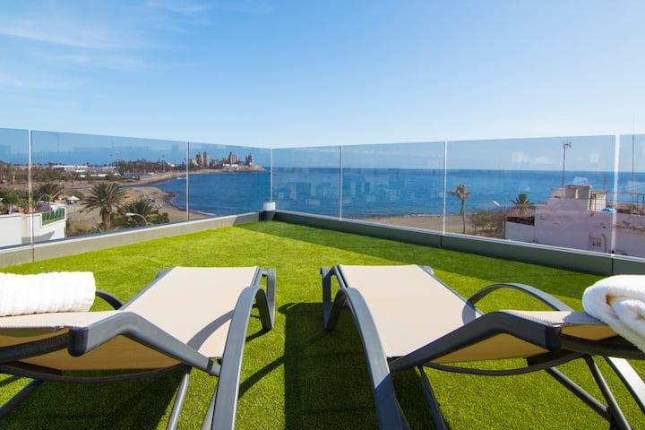 New urban luxury apartment next to the beach