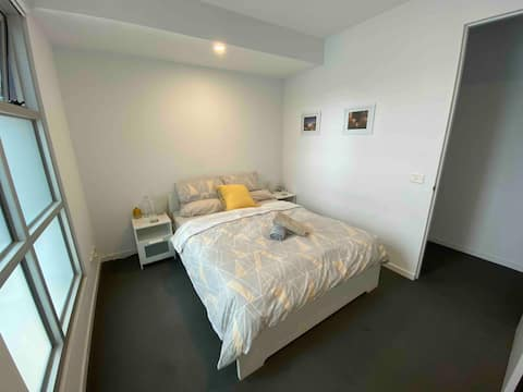 Superb Chapel St Location-New apt-En-suite-WIFI
