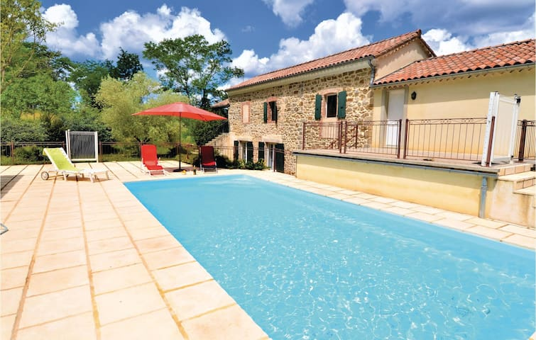 Holiday cottage with 4 bedrooms on 141m² in Gagnières