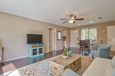 Private apartment in golf community in Spring, TX