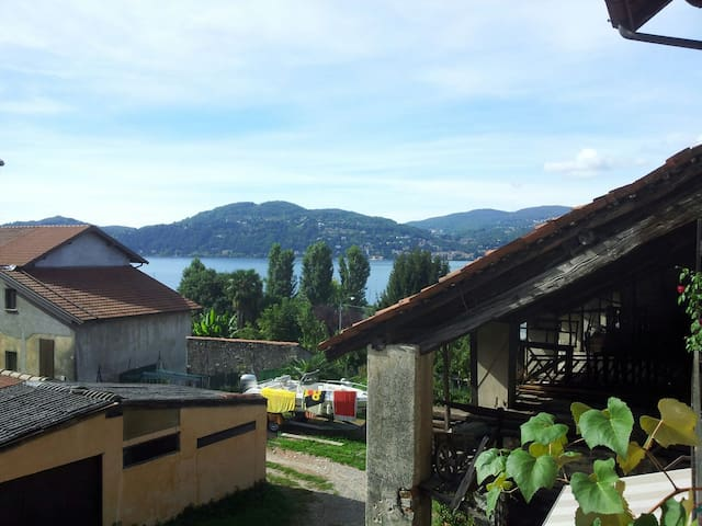 B&B a 2 passi Lago Maggiore Ranco - Ranco - ที่พักพร้อมอาหารเช้า