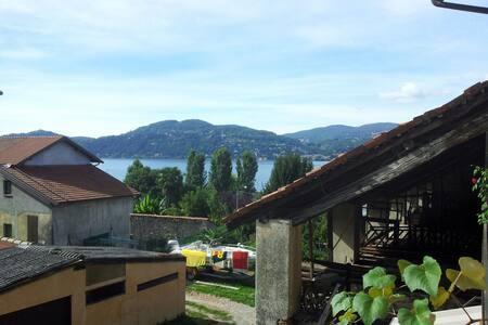 B&B a 2 passi Lago Maggiore Ranco - Ranco - Bed & Breakfast