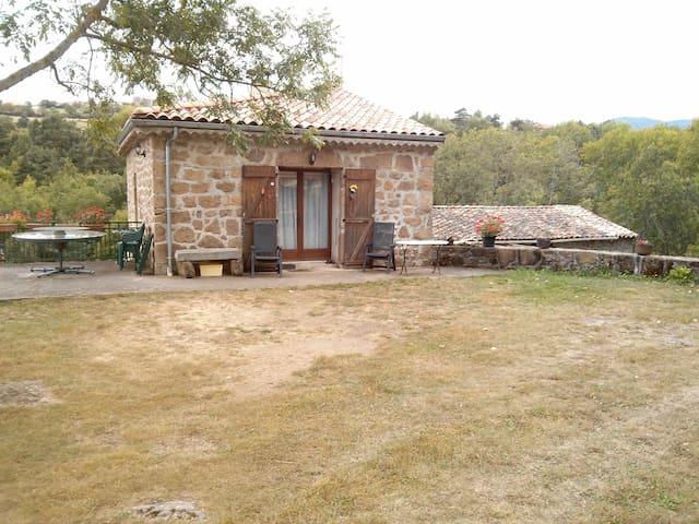 Maison en pierre en Ardèche Verte - Preaux - House