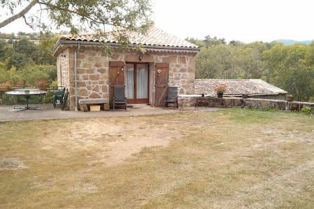 Maison en pierre en Ardèche Verte - Preaux - บ้าน