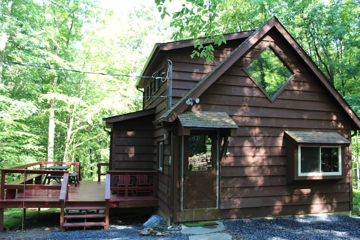 Woodland Retreat in the Poconos - East Stroudsburg - Cabaña