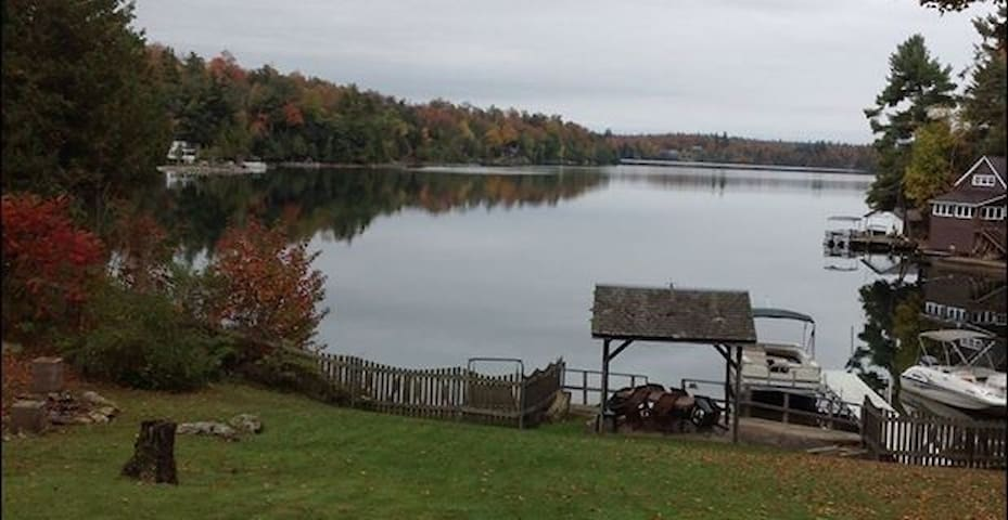 Large dog friendly house on beautiful Sylvia Lake