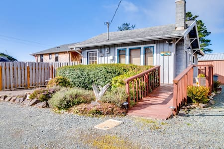 Family-friendly cottage 1/4 mile from the beach. (MCA #1213)