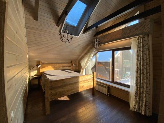 Спальня 2 эт с видом на внутренний двор