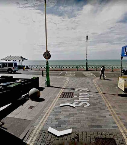 2min walk to the seafront