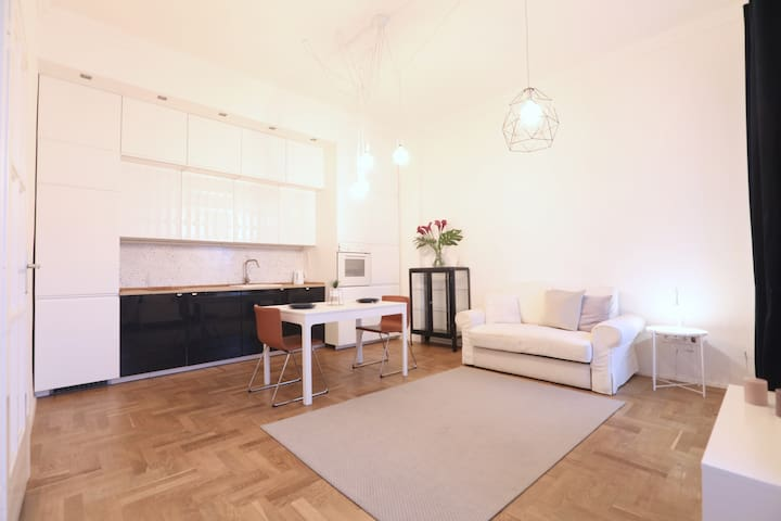 Charming and Bright -Oldtown-balcony&nice view-na3