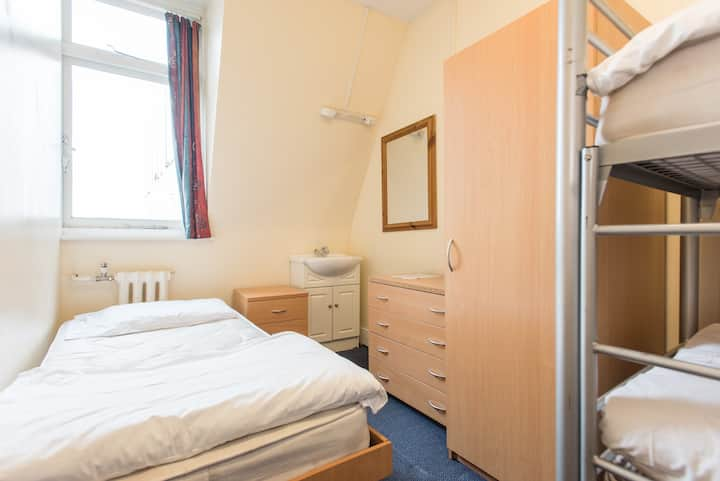 1 bed in 3-bed dorm, central London