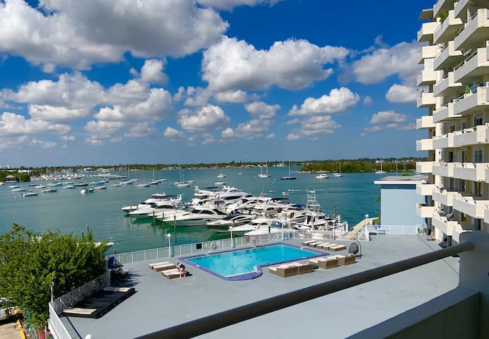 Stunning Studio with Magnificent Views of Miami