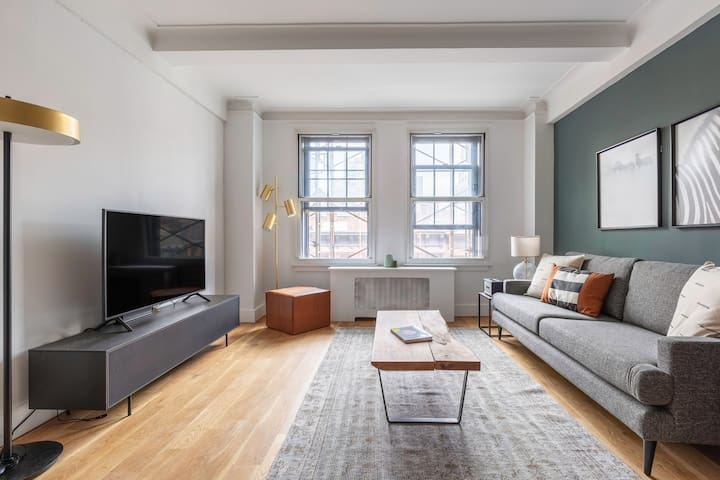 Smart UES 1BR w/ Doorman, Elevator, close by Central Park, by Blueground