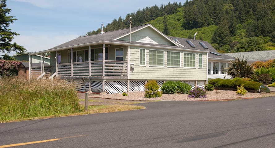 Cozy Remodeled Gem! - Yachats - Casa