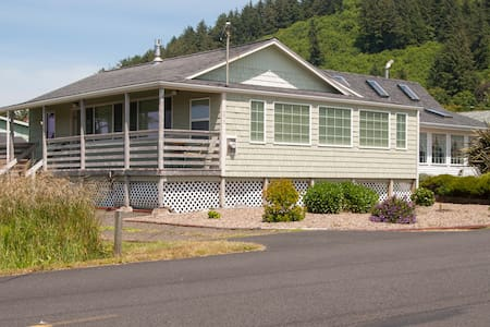 Remodeled Gem..New in Yachats! - Ячатс