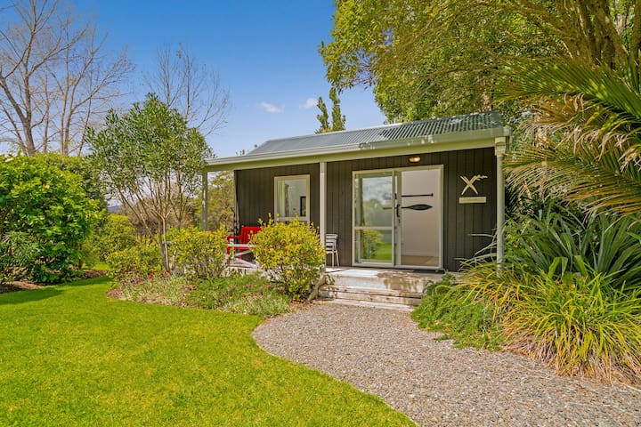 Charming Flaxmill Bay Cottage