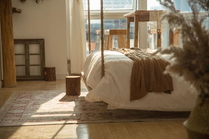 [斯物·宿]泰华原木风格公寓/河景+吊床+榻榻米/可做饭/家庭影院投影