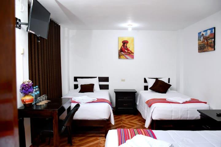 Habitación  Triple Perú - Coca B&B Consta de :  wifi, agua caliente, TV-Cable