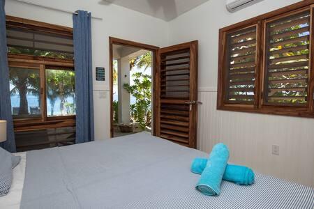 Camp Bay Lodge - Coco Room