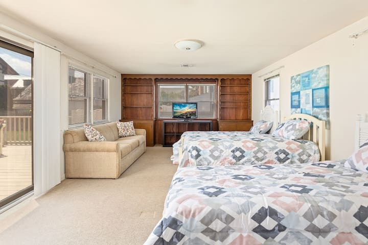 Room 4 - 'kids room' w/ 3 twin beds and a queen size sleeper sofa. This is just off the living room with it's own door.
