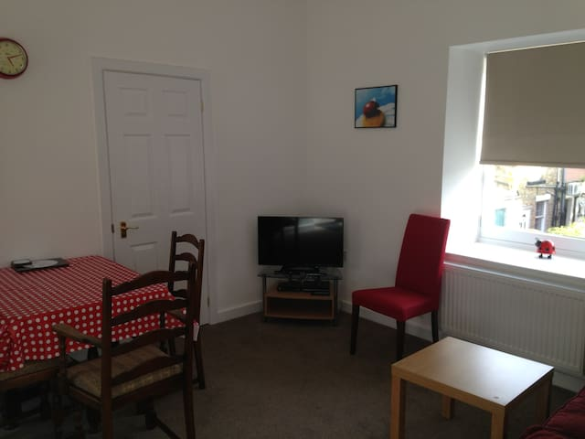 Home from home in the heart of New Mills - New Mills - Apartment