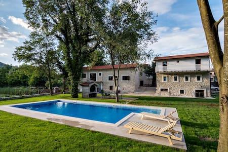Stara kuća Estate - Room Luka with Swimming Pool