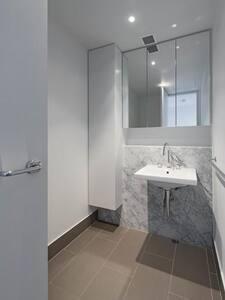 cozy room in executive apartment - Barton