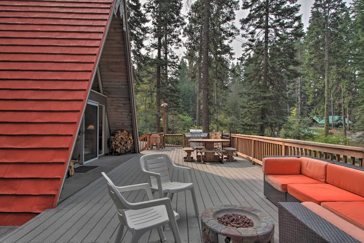 NEW! Woodsy A-Frame Chalet - Walk to Cle Elum Lake