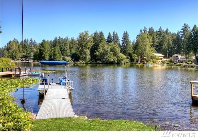 Pine Lake Waterfront House with private dock - Sammamish - Villa