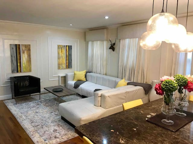 The Rich Home:minutes to JFK & 30min to the City