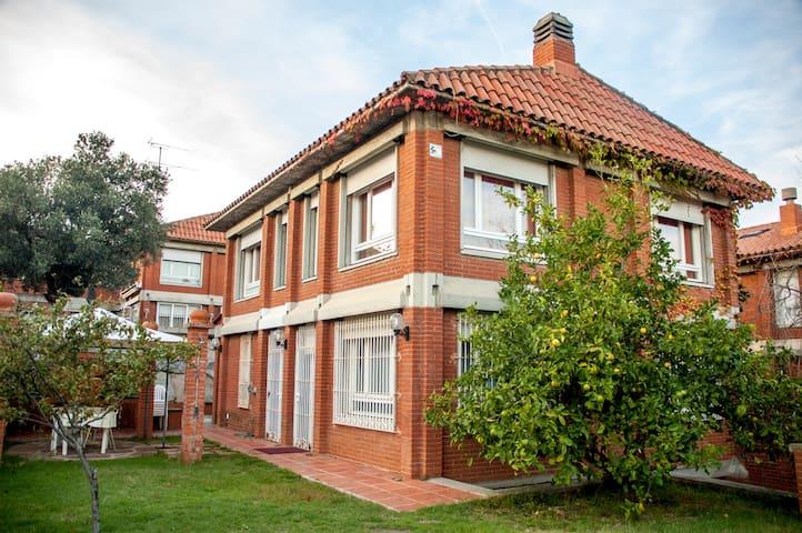 Casa cerca de la playa a 25 km de Barcelona