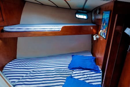 Small Cabin on a Yacht in Papeete - Papeete